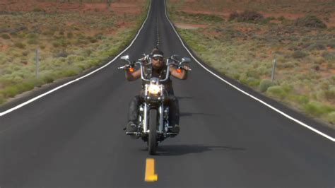 Motorrad Fahren Autobahn by Thee Motorcycles Speed On Desert Highway Stock
