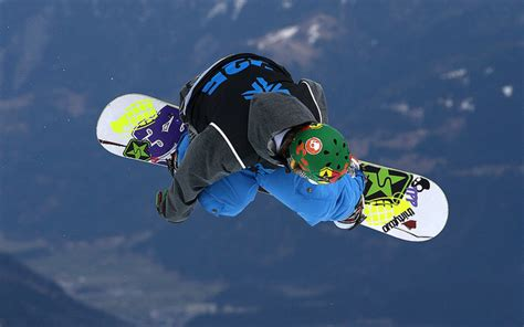 best freestyle snowboards four best snowboards of 2013 reship