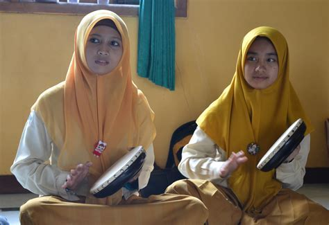 Popular Islamic music ? girls band!   The M.A.D. Project