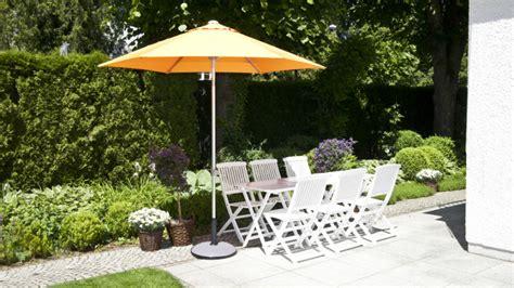 ombrelloni per terrazzo dalani ombrelloni da terrazzo pomeriggi di relax all ombra