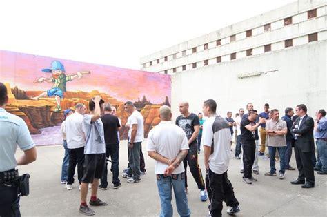 casa di reclusione di opera quel murales nel carcere di opera che regala