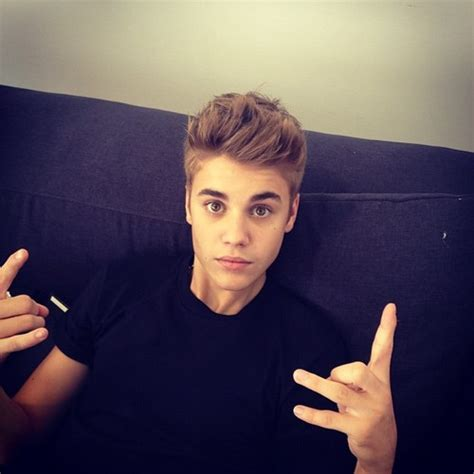 justin bieber couch hot couch cute justin bieber image 650599 on favim com