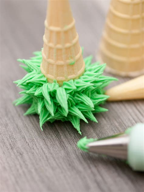 how to make icing christmas trees for your gingerbread house