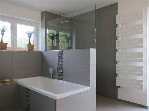 klo mit dusche und fön familienbad mit offener dusche modern badezimmer
