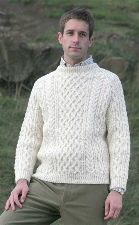 gents sweater knitting pattern gents knitted luxury aran sweater torridon by scotweb