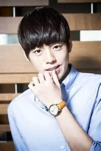 lee hyun woo korean actor hancinema the korean lee hyun woo meets fans hancinema the korean movie
