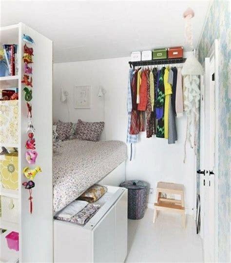 idee de rangement pour garde robe lit avec rangement id 233 e cr 233 ative pour les petits espaces