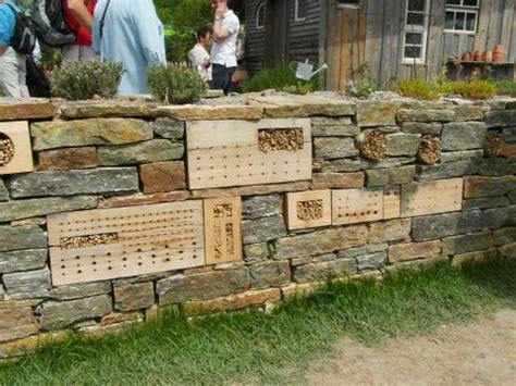 trockenmauer bauen ohne fundament trockenmauern planen anlegen und bepflanzen mein