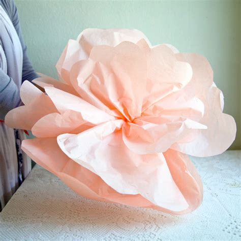 How To Make Big Flowers Out Of Paper - diy project paper flowers from ruche design sponge