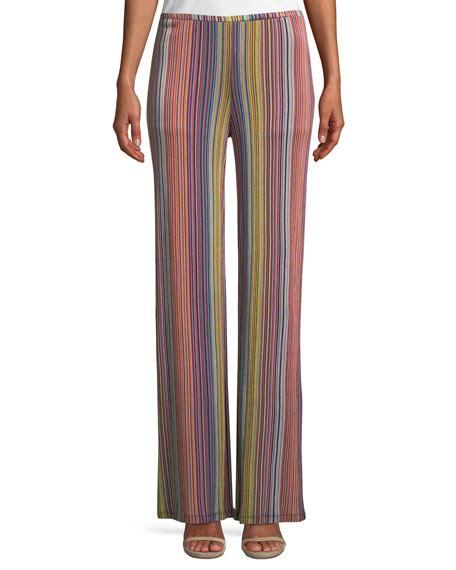 Minidress Maroon iskra displays legs in a maroon minidress at
