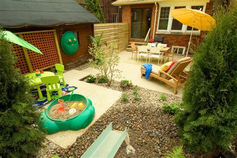 pas grass and swinging ландшафтный дизайн двора частного дома фото видео