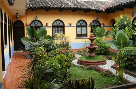 courtyard homes spanish colonial courtyards spanish style garden
