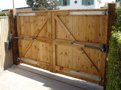 Driveway Gate Designs Wood 25 Best Ideas About Wooden Driveway Gates On