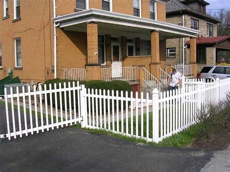 Cost Of Backyard Fence by 17 Best Ideas About Vinyl Fence Cost On Chain