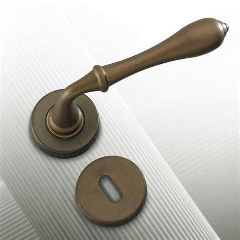 maniglie antiche per porte interne maniglia per porte brunito antico country ruffoli