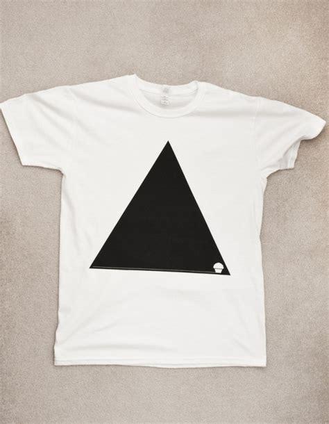 minimalist shirt 1000 images about minimalist tshirts on