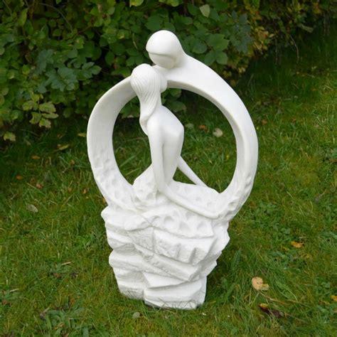 gartenskulpturen aus stein den garten stilvoll versch 246 nern
