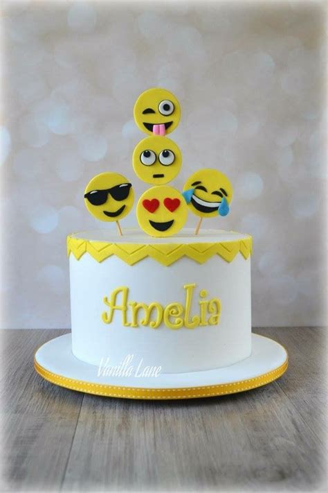 emoji cake best 25 emoji cake ideas on pinterest birthday cake