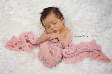 a beautiful baby girl chicago newborn photographer