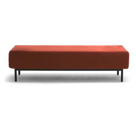 divani per negozi panche e divani attesa con presa usb per arredo negozio