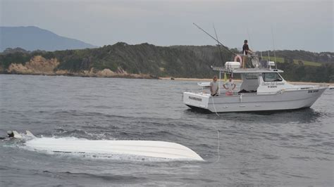 charter boat rescue salvage mission to recover fishing boat at narooma photos