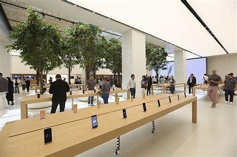 apple yas mall photos sneak peek apple s dubai store image 17