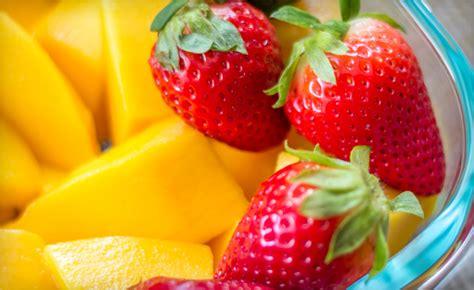 Fruutylicious Mango 27 for 11 lb of frozen mango strawberry fruit mix a 40 value wagjag