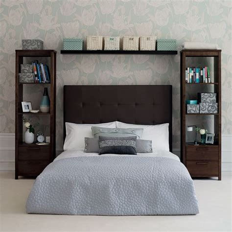 Bookshelves For Small Bedrooms by Bedroom Shelves On Bedroom Organisation