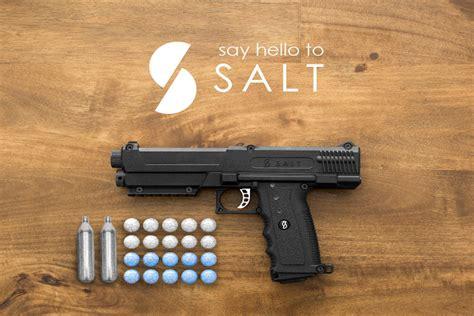 Sprei Estrada salt shoots pepper spray capsules instead of bullets for