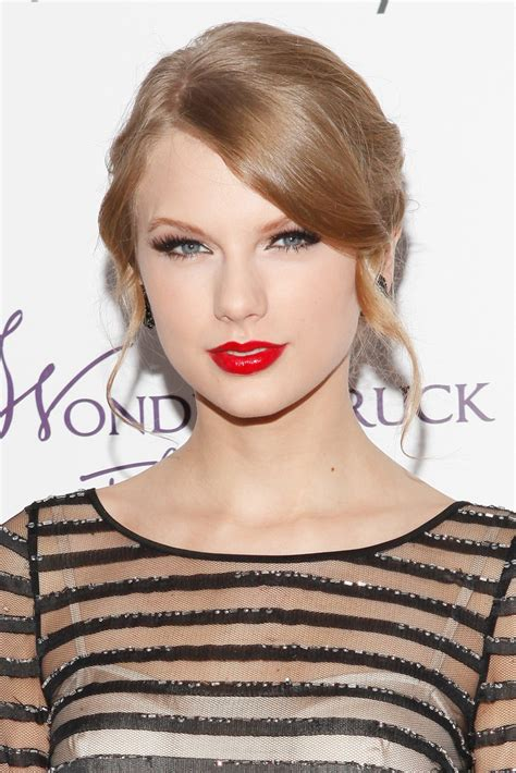 what red lipstick does taylor swift wear 2015 taylor swift red lipstick taylor swift looks stylebistro