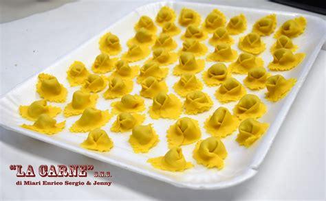 ricetta tortellini fatti in casa ricette tradizionali come prepariamo i cappelletti fatti
