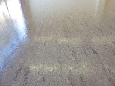 pvc boden mit filz entfernen kratzer im linoleum tilo charcoal linoleum fertigboden