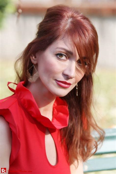 redhead illusion simply red