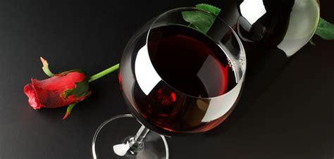bicchieri di vino rosso 1001 vini da bere almeno una volta nella vita