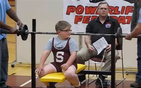 world record bench press for 16 year old the leg day diet of the mountain from game of thrones while preparing for the world