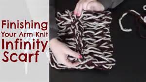 Diy Arm Knitting Infinity Scarf Diy Arm Knitting Finishing Your Infinity Scarf