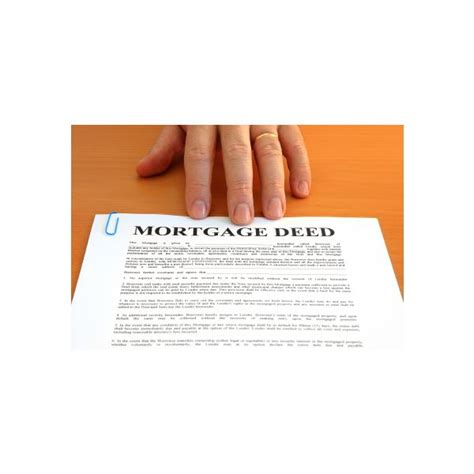buying likes how does it differences between a house title and a deed