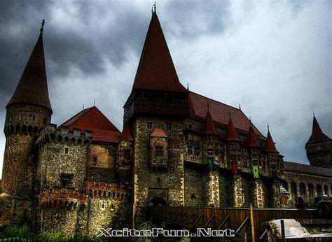 home to dracula s castle in transylvania hunyad castle the dracula house romania xcitefun net