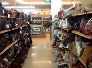 Rak Sepatu Gantung Di Tanah Abang orang jepang tidak gengsi berburu barang bekas oleh weedy