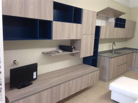 cucine e soggiorni moderni openspace cucina piu soggiorno moderni modello line wood