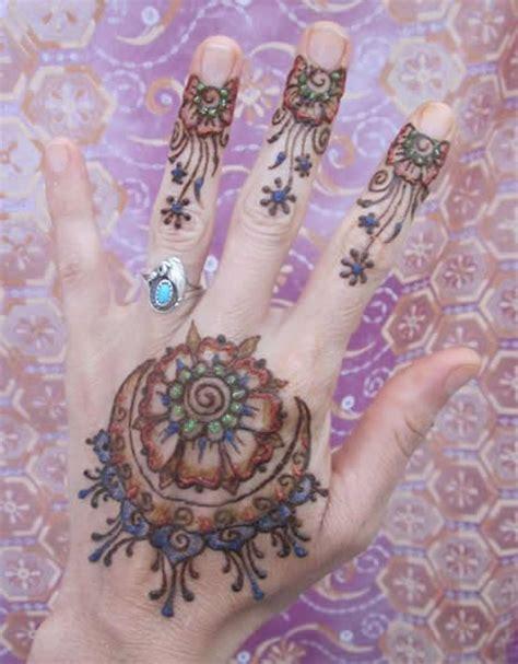 henna tattoos glitter and black tattoos entertainers henna tattoos enrapturing entertainment