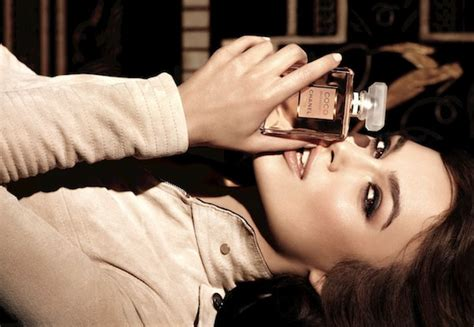 keira knightleys new chanel coco mademoiselle ad is full chanel coco mademoiselle perfumes colognes parfums