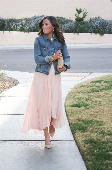 what to wear with light pink what to wear with a light pink blouse blue denim blouses