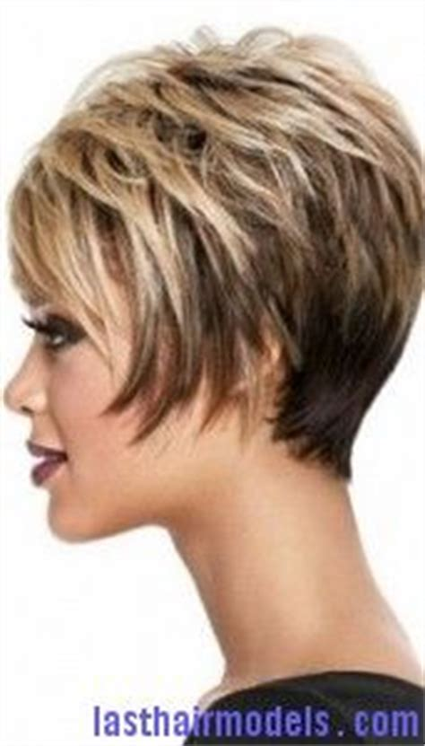 angled and feathered back hair dos short feathered hairstyles for thick hair short