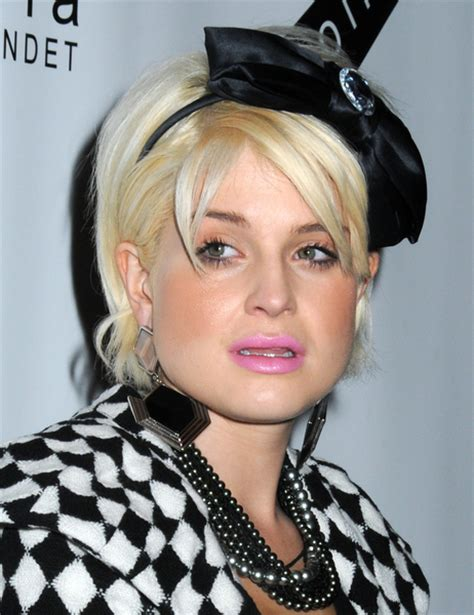 kelly osbourne short blonde cut  headband
