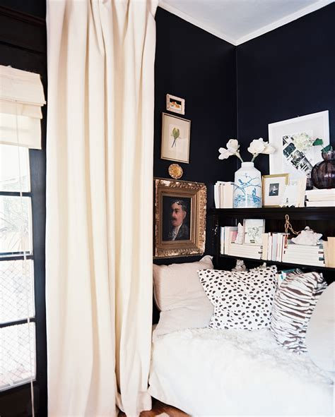 dark walls yea or nay dark walls in a small space decorating lonny
