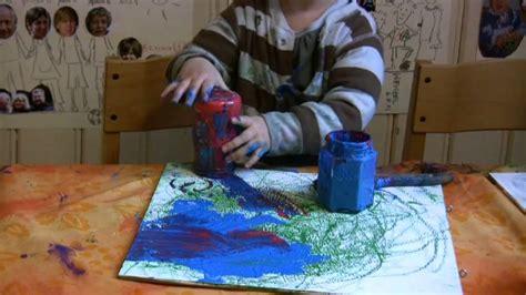 Malen Badezimmerkabinette Farbe Ideen by Kinder Malen Und Experimentieren Mit Farbe