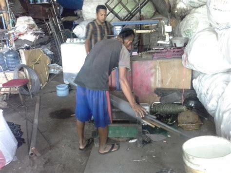 Timbangan Rongsokan bermigrasi dari madura geluti barang bekas oleh yunus