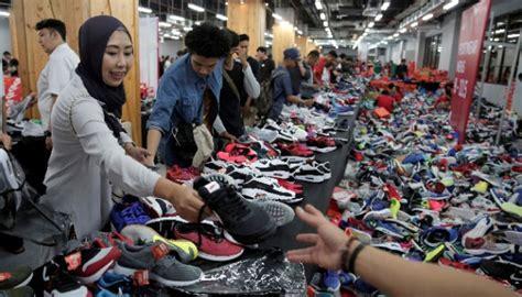 Harga Nike Grand Indonesia pengunjung membludak bazar nike di grand indonesia