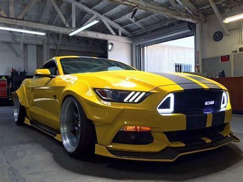 Autofolierung Auf Raten by Ford Mustang Gelb Mit Schwarzen Rallyestreifen Autos